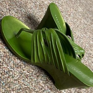 Kenneth Cole Green open toe wedges. Size 8